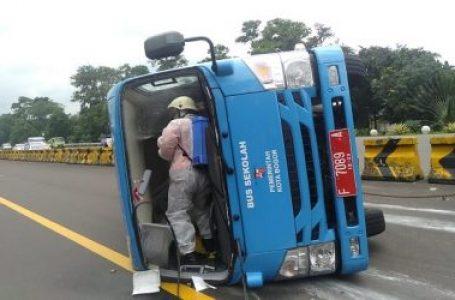 Innalillahi, Minibus Pembawa Pasien OTG COVID-19 di Bogor Terguling, ini Kronologisnya