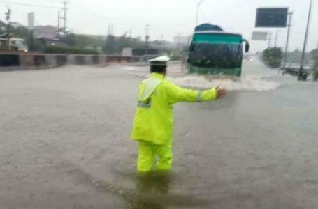 Hingga Hari ke-4, Banjir di Jalur Pantura Kaligawe Tak Kunjung Surut