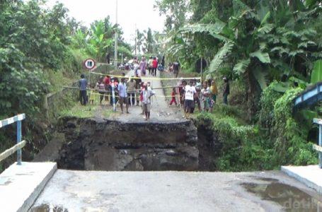 Jembatan di Lumajang Runtuh Diterjang Banjir Lahar Dingin Semeru