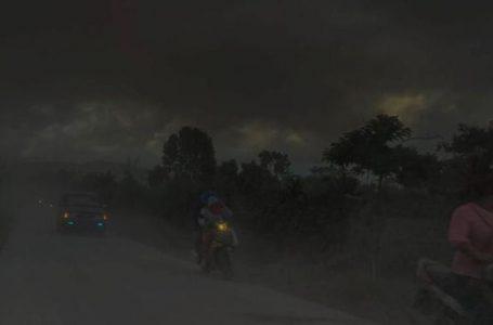 Tertutup Abu Vulkanik Sinabung, 40 Desa Gelap Gulita