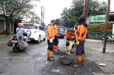 Tambal Sulam Jalan Provinsi di Bogor
