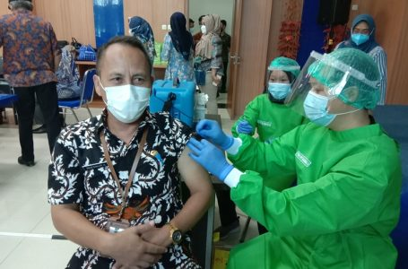 Disuntik Vaksin, Agus Ginanjar Sempat Tegang