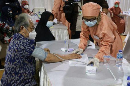 Lansia di Bogor Mulai Jalani Vaksinasi COVID-19